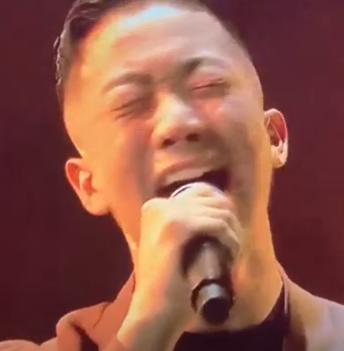 瑛人が歌うときの辛そうな表情