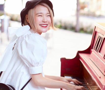 ピアノを弾くハラミちゃん