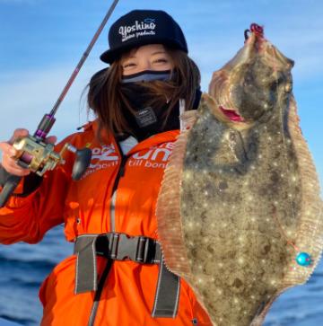 吉野七宝実が釣りをしているところ