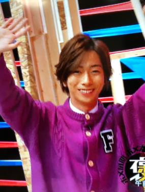 河合郁人の紫の服