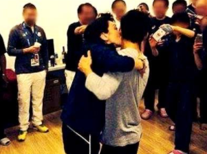 橋本聖子と高橋大輔のキス画像