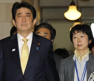 安倍総理と山田真貴子