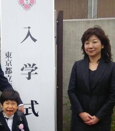 野田聖子と真輝の入学式