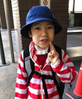 野田真輝が小学校に行く様子