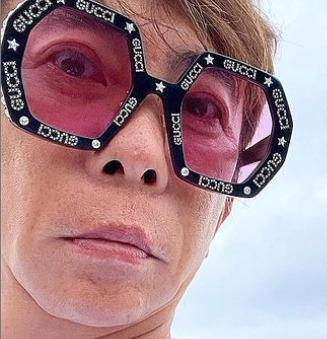 松浦勝人がしているGUCCIの眼鏡