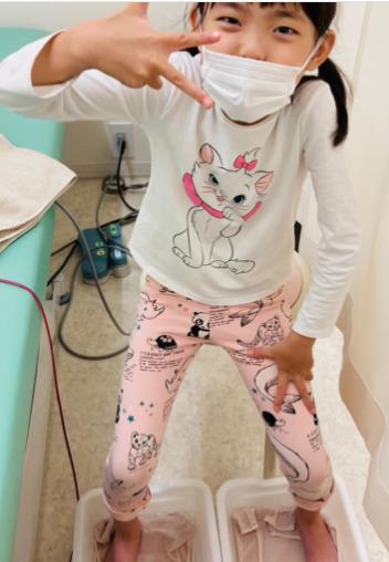 佐藤友香が汗疱状湿疹を治療しているところ