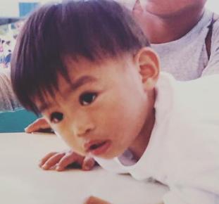 ヤンの子供の頃の画像