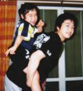 伊藤美誠と水谷隼のおんぶ画像