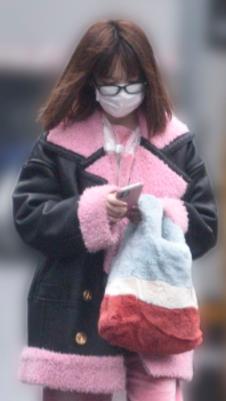 島崎遥香さんの私服姿