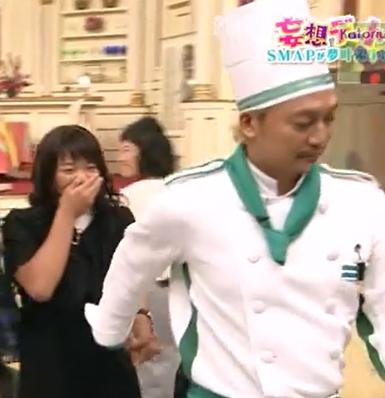 川井梨紗子が香取慎吾と手をつないでいるところ