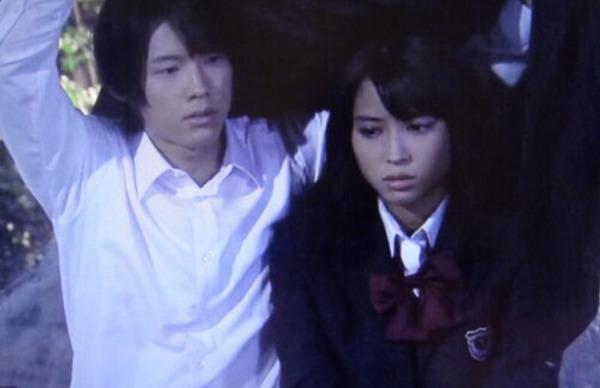 松村北斗と広瀬アリスが黒の女教師で共演しているところ