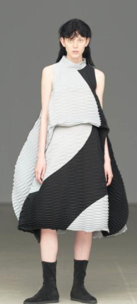 イッセイミヤケの提灯ドレス