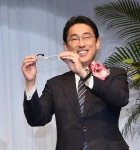 岸田文雄ベストドレッサー賞受賞の時
